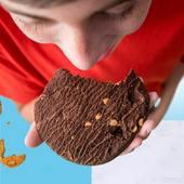 Una de nuestras favoritas ...   ¡ Chocolate caramelo salado !   Una explosión de sabor a chocolate con un toque a caramelo salado ¿ que más se puede pedir ? 🤩  Ya disponible en nuestras tiendas CerreFit y en la web 👇🏽 🌐www.cerrefit.es  #cookies #healthyfood #dietasaludable #sano #saludable #nutricion #fitness #comidafit #murcia #cerrefit