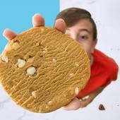 🍪 The complete cookie 🍪   Chocolate blanco y macadamia   Unas de las galletas más conocidas en EEUU ¡ Ahora en CerreFit ! Con un delicioso sabor suave , una textura cremosa y con trocitos de macadamia y gotas de chocolate blanco 🤤  Encuéntralas en tu tienda CerreFit más cercana o en la web👇🏽 🌐www.cerrefit.es  #cookies #completecookie #healthyfood #dietasaludable #foodie #foodphotography #ricoysano #dietasana #murcia #cerrefit